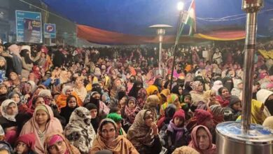 Photo of Shaheen Bagh women protestors not deterred by rain