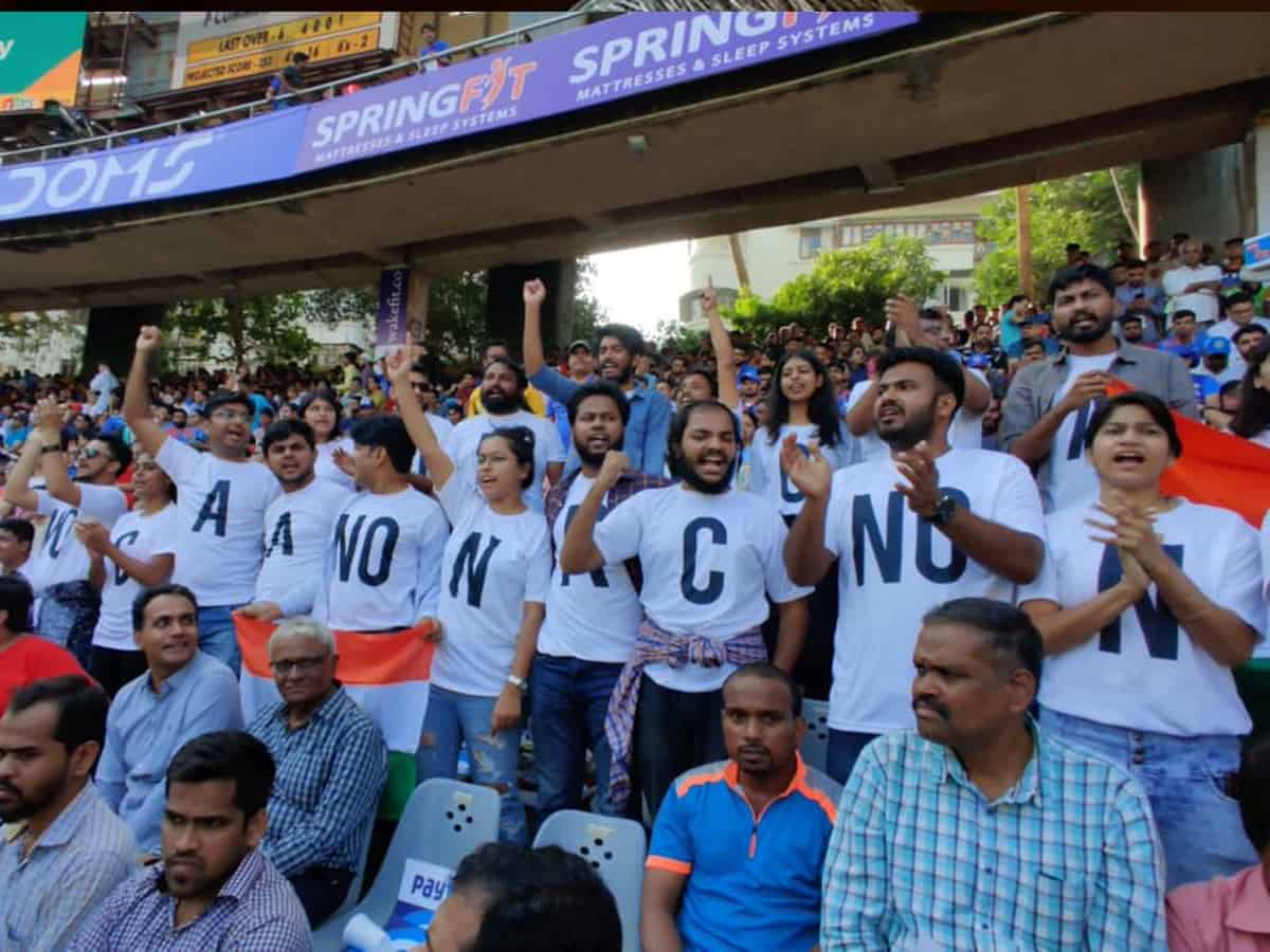 'No CAA-NRC-NPR' reaches Wankhede during India vs Australia