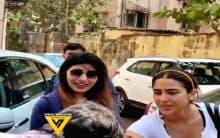 Fan tries kissing Sara Ali Khan's hand; video goes viral