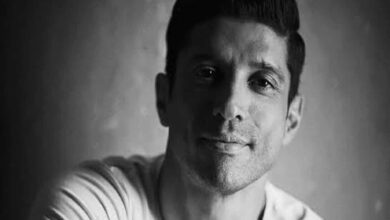 Photo of Farhan Akhtar sends consignment of PPE kits to hospital