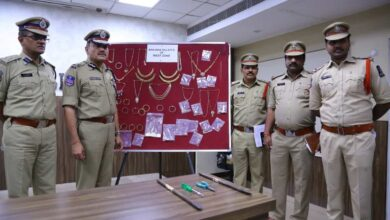 Photo of Police seize Rs 1.5 crore worth gold and diamond