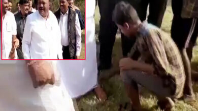 Photo of TN minister makes boy remove his sandals, receives flak