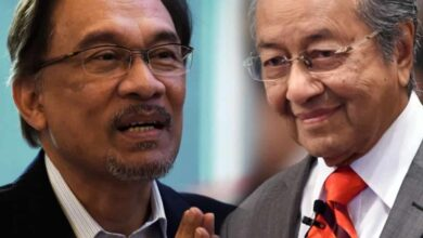 Photo of Leader-in-waiting Anwar satisfied with  Mahathir's stand