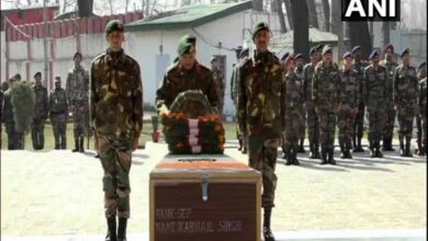 Photo of Army pays tribute to jawan killed in avalanche in J-K