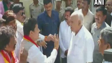 Photo of BS Yediyurappa meets pro-Kannada activists in Bengaluru