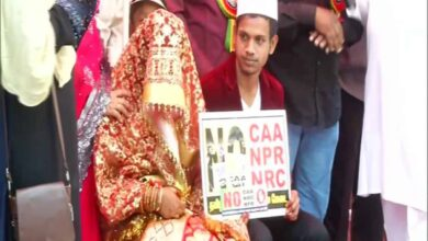 Photo of Couple gets married at anti-CAA, NRC protest site