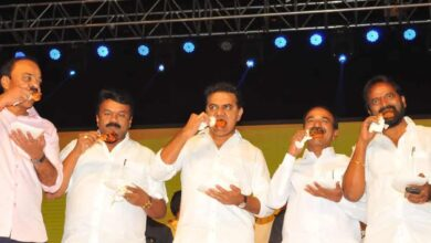 Photo of Telangana ministers eat chicken to allay coronavirus fears