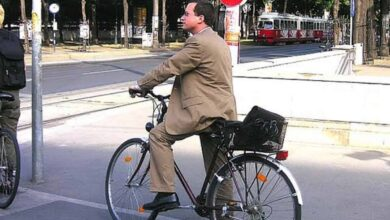 Photo of Cycling to work might make you live longer: Study