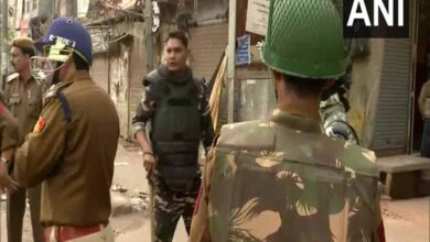 Photo of Delhi police helped Hindu mobs against Muslims: New York Times