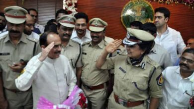 Photo of Home Minister pats Telangana cops for death to two rapists