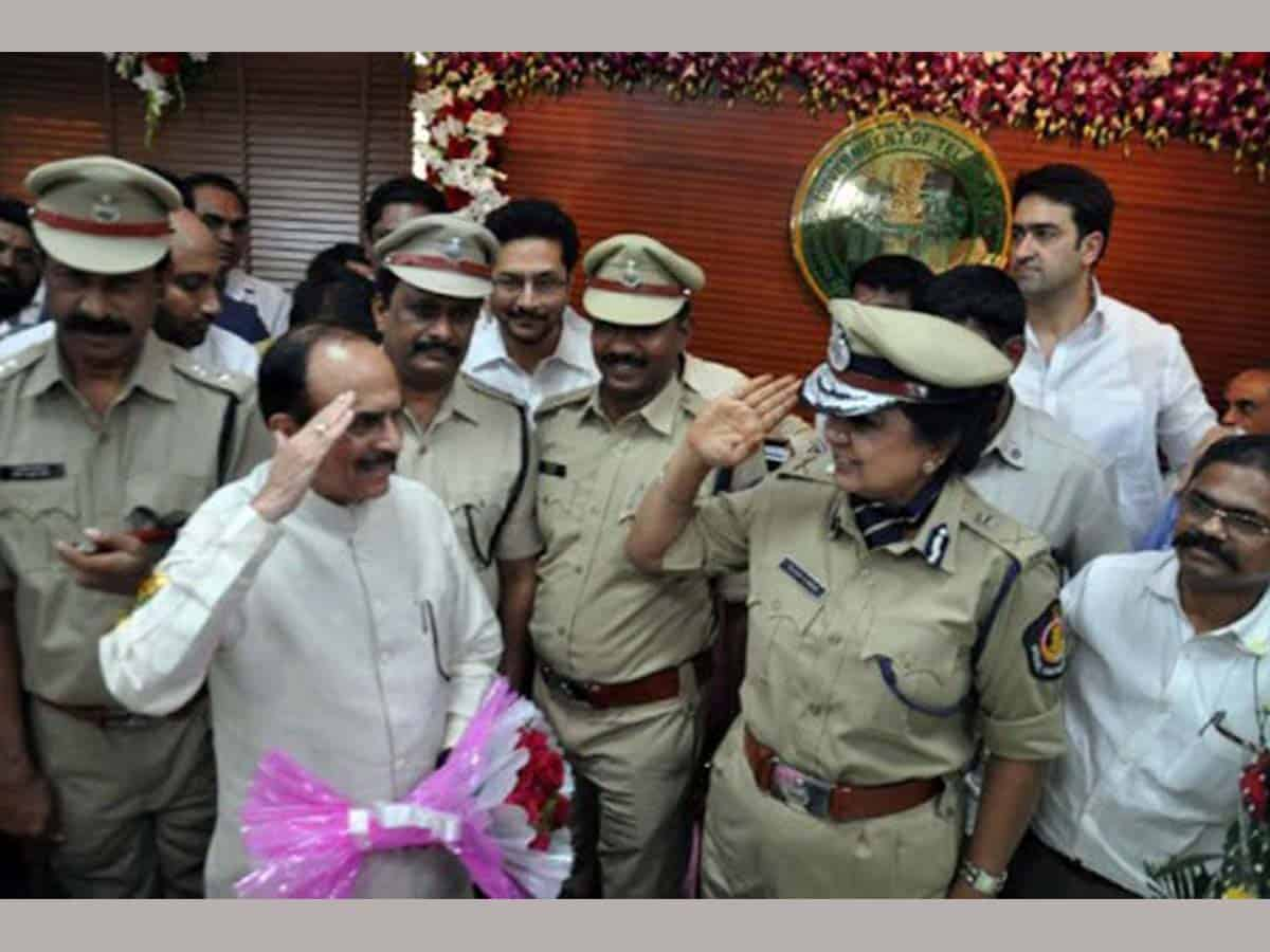 Home Minister pats Telangana cops for death to two rapists