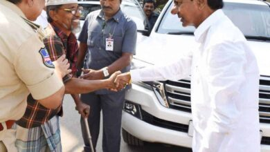 Photo of KCR comes out of official vehicle, helps disabled person
