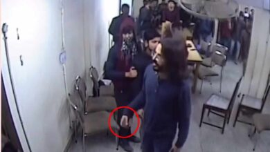Photo of Media misreports wallet as 'stone' in Jamia student's hand
