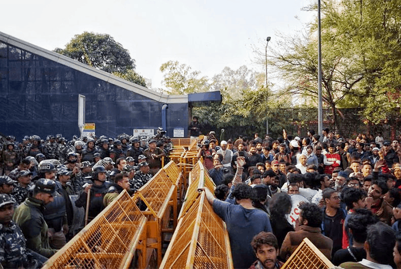 Bangles were waved at Delhi police as Jamia march is foiled