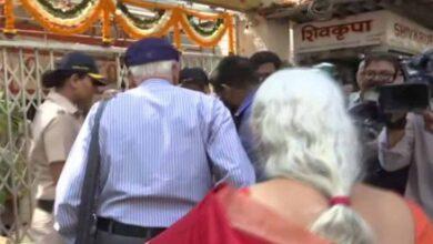 Photo of Kulbhushan Jadhav's parent offer prayers to Lord Shiva