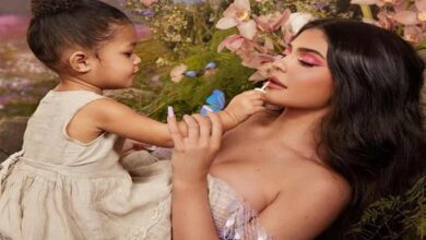 Photo of Kylie gets shushed by daughter Stormi while watching 'Frozen 2'