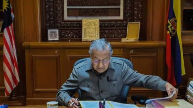 Photo of Malaysian king summons Mahathir to palace