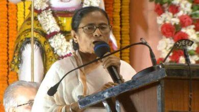 Photo of Hinduism doesn't shut door for anyone: Mamata Banerjee