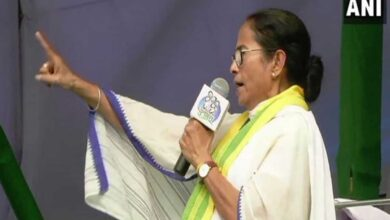 Photo of Not only victim was raped but also burnt: Mamata slams govt
