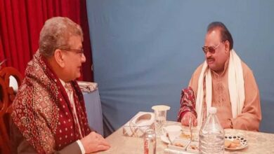 Photo of Sindhi leader Saleem Sanai meets MQM founder Altaf Hussain in UK