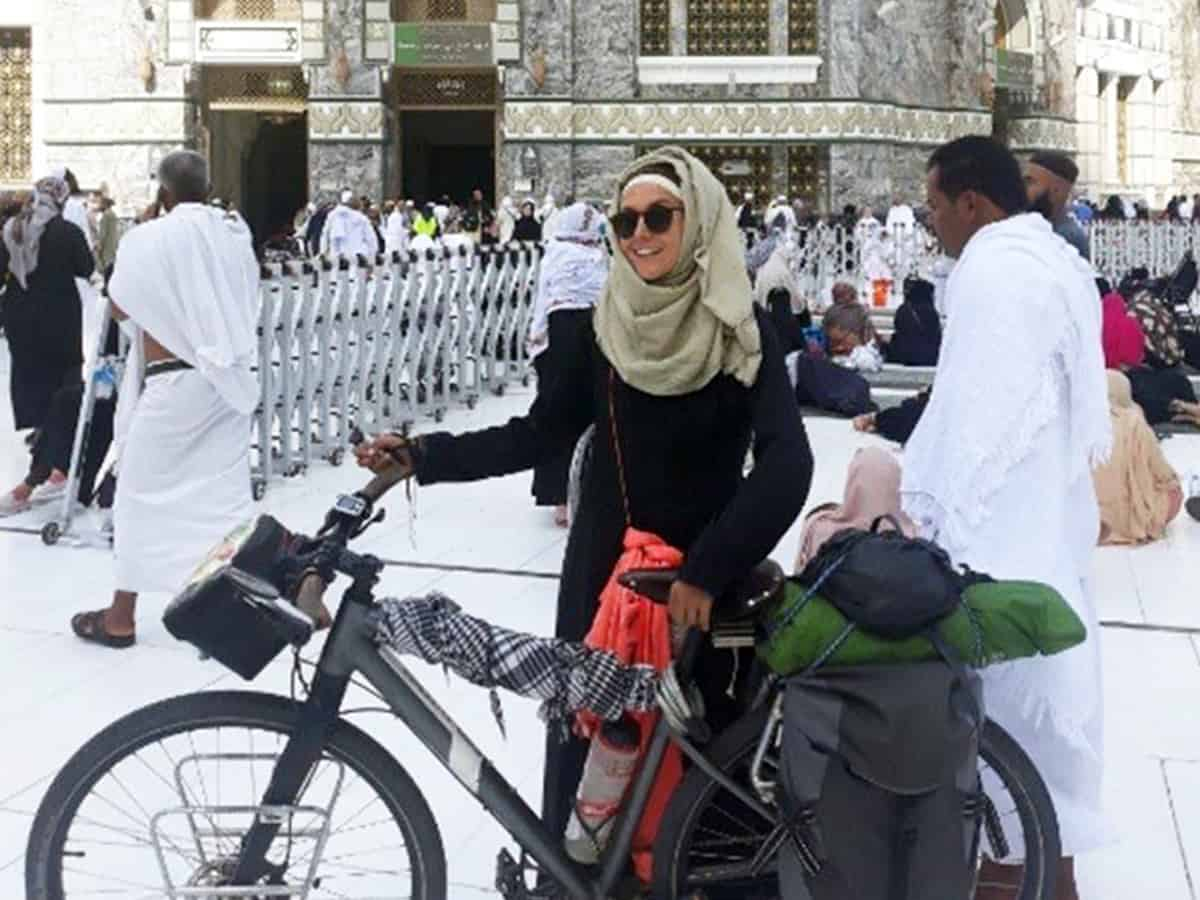 Sara Haba, cycles and reaches Makkah from Tunisia in 53 days