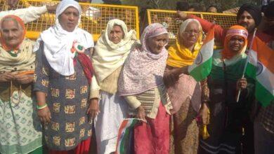Photo of YahaN MakaaN Nahi Banaya Hai, Shaheen Bagh dadi hits at SC