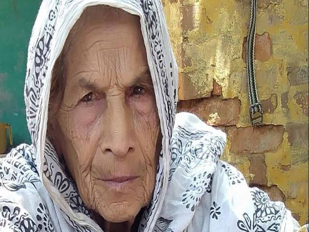 Akbari, an 85-year-old woman, died after Hindu mobs set her house on fire on February 25. | Photo courtesy: Mohammed Saeed Salmani/Scroll.in