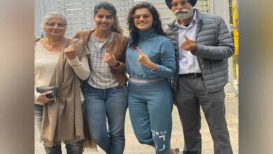 Photo of Taapsee Pannu casts vote with family, says 'every vote counts'