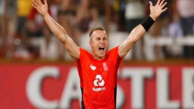 Photo of England win second T20I by two runs against South Africa
