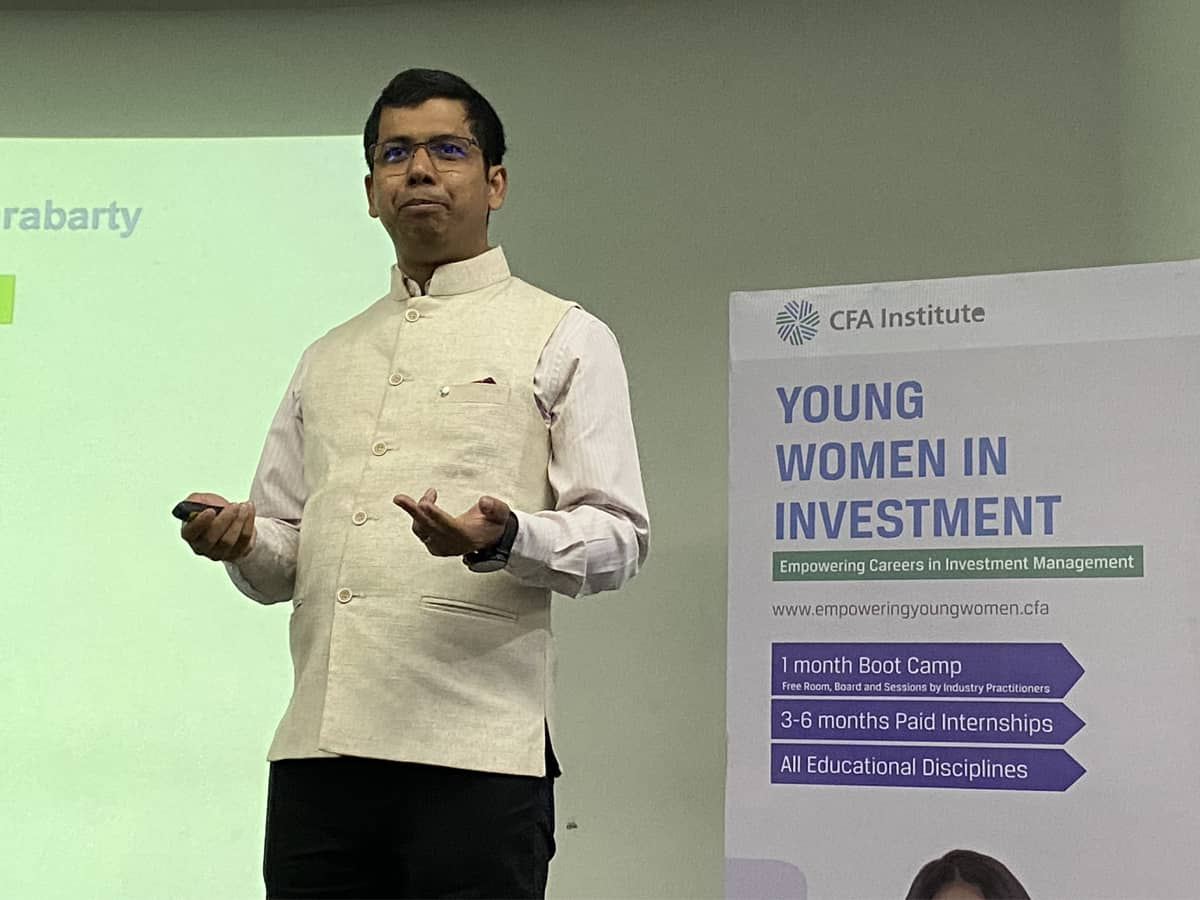 Applications open for CFA institute
