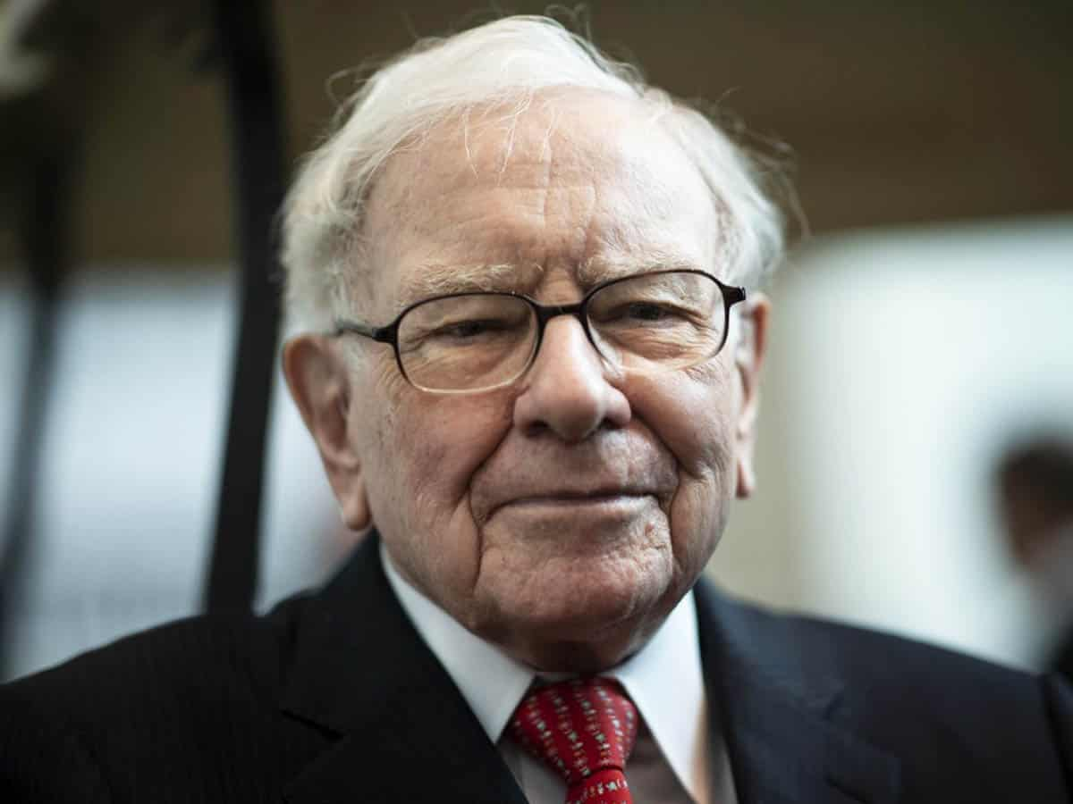 Warren Buffet finally upgrades from a flip phone