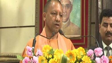 Photo of Yogi transfers 15 IPS officers in UP