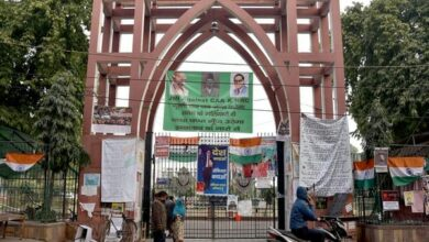 "Photo of Miscreants raise ""goli maro…' slogan near Jamia"