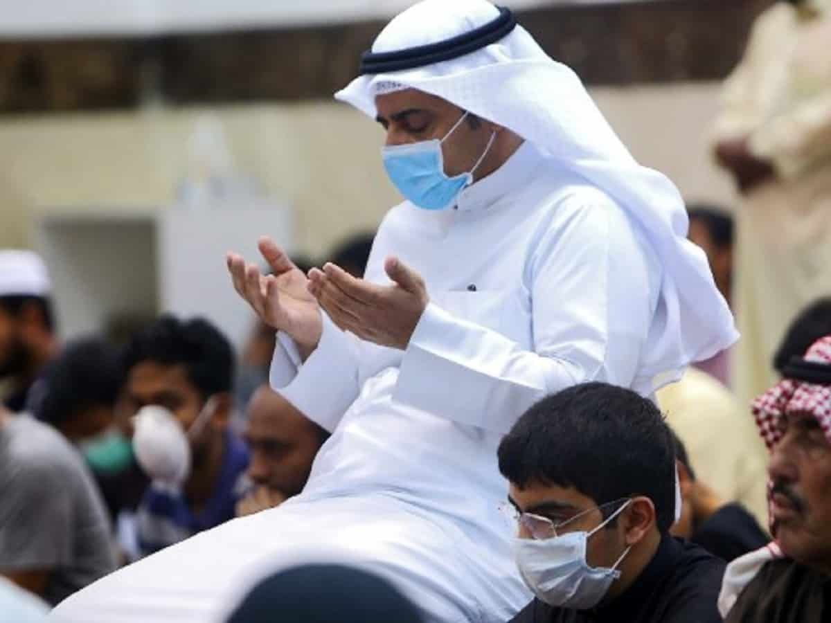 Muslim men wearing protective masks perform Friday prayers at a mosque in Kuwait City on February 28, 2020. - Kuwait's Ministry of Awqaf and Islamic Affairs set the Friday prayer sermon to not exceed 10 minutes, and to discuss precautions against COVID-19 coronavirus disease infections. Kuwait has recorded 43 coronavirus cases since its outbreak, the United Arab Emirates reported 13, while Bahrain has 33, and Oman is at four cases. Government institutions in the gulf country suspended the use of fingerprint recognition to clock in and out. (Photo by YASSER AL-ZAYYAT / AFP)