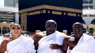 Photo of US rapper Akon performs Umrah