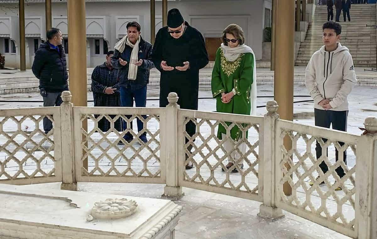 After release, Farooq Abdullah visits father's grave