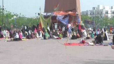 Photo of Anti-CAA protesters continue sit-in amid 'Janata Curfew'