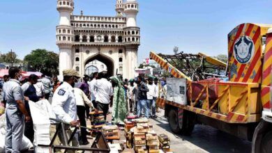 Photo of Hyd Traffic police makes space for pedestrians around Charminar