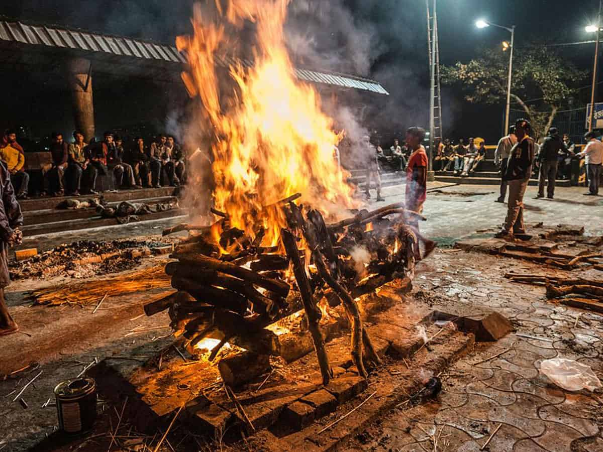 COVID-19: Children miss father's last rites in Hyderabad