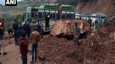 Photo of Landslide cripples traffic on Jammu-Srinagar highway