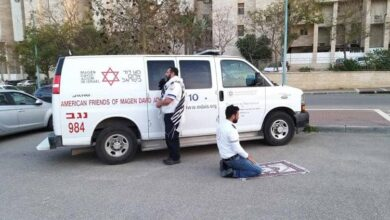 Photo of Photo of Muslim, Jew paramedics praying together moves internet