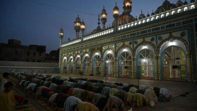 Photo of Shab-e-Barat amid lockdown; police urge Muslims to stay indoors