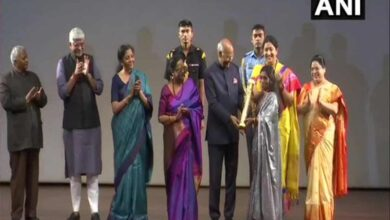 Photo of President presents 'Nari Shakti Puraskar' to Bina Devi