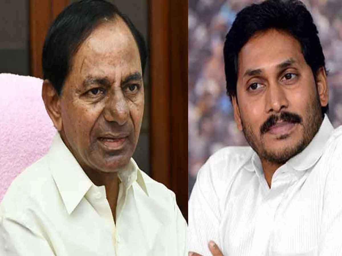 Telangana, Andhra CMs back 'Janata Curfew'