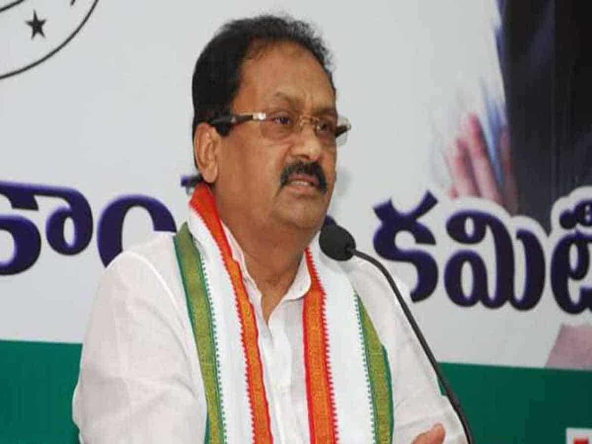 Congress slams TRS government for reducing education budget