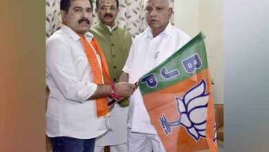 Photo of JDS MLC Puttanna joins BJP at Yediyurappa's residence
