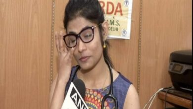 Photo of AIIMS doctor breaks down speaking about COVID-19