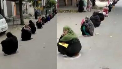 Photo of The endless queue for Rs 500 making it difficult for ladies
