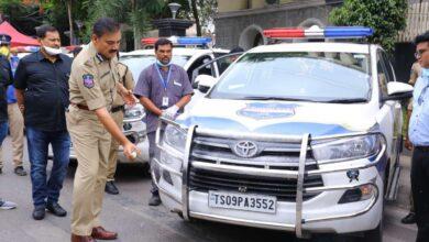 Photo of Mahavir helps sanitize police vehicles during COVID-19 lockdown