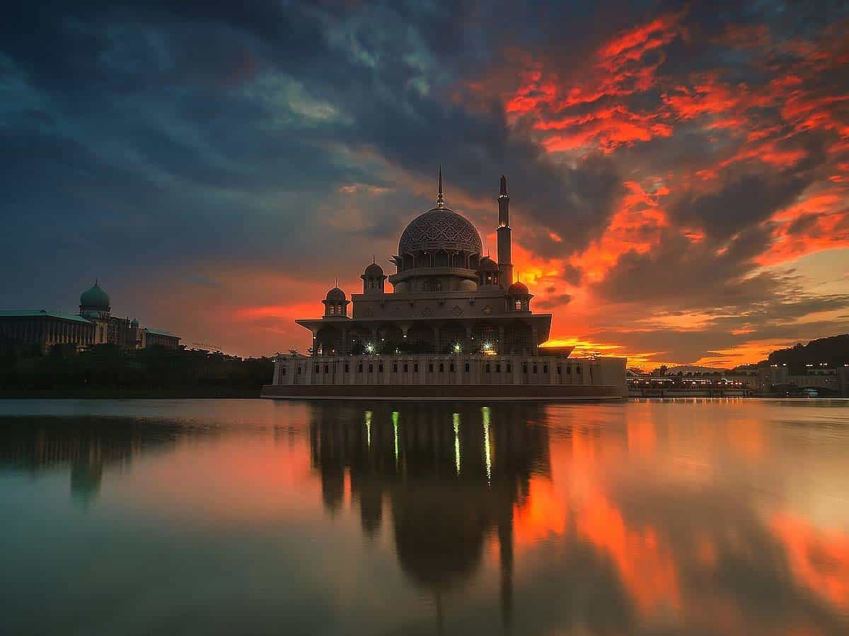 Indo-Islamic poetry sensitively tackles Cosmology and Paradise